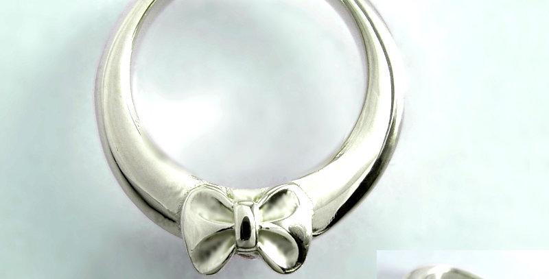 リボンのベビーリング<ペンダントタイプ> 4月誕生石ダイヤモンド SV925(シルバー)