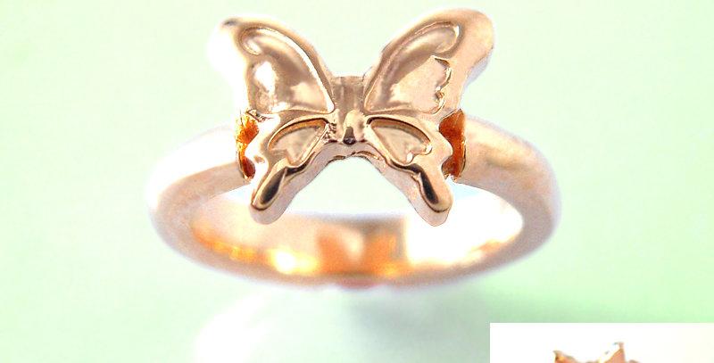 大きな蝶々のベビーリング 3月誕生石アクアマリン K10PG(10金ピンクゴールド)