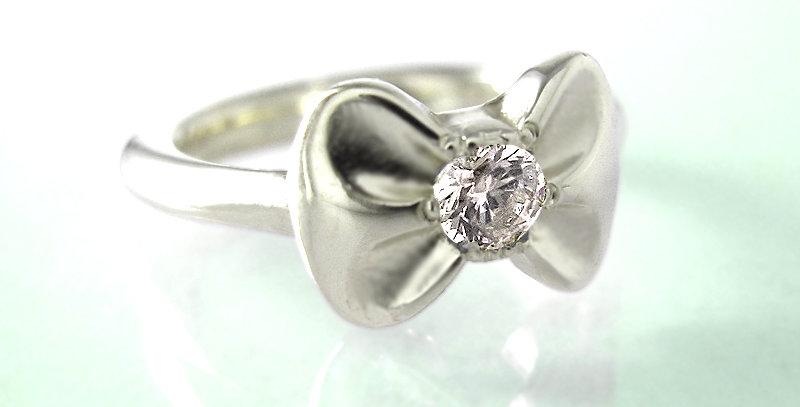 リボンのベビーリング 4月誕生石ダイヤモンド pt900(プラチナ)