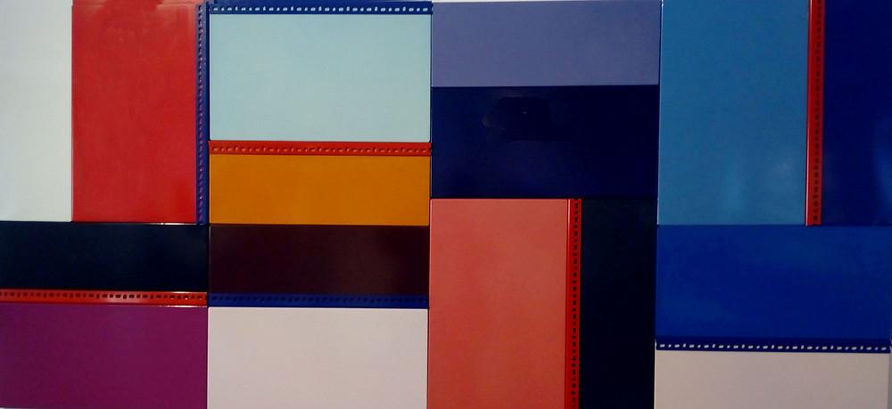 Kristóf Gábor: Moduláris kompozíció (ipari standard árnyalatok és formátumok újraelosztása), 2019. Salgó elem, 114 x 244 cm