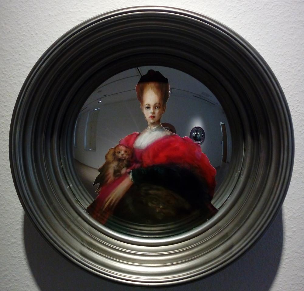 Martin C. Herbst: RaRe.2.V.26., 2019. Olaj, konvex tükrön , ø 28 cm