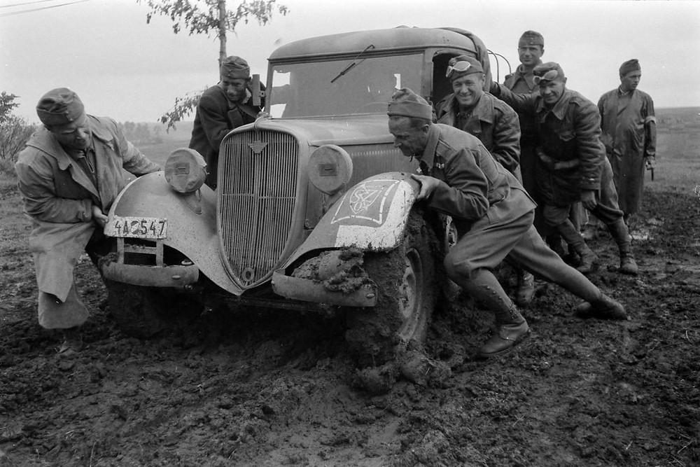 id. Konok Tamás: Polski Fiat 508 típusú gépkocsi, 1942