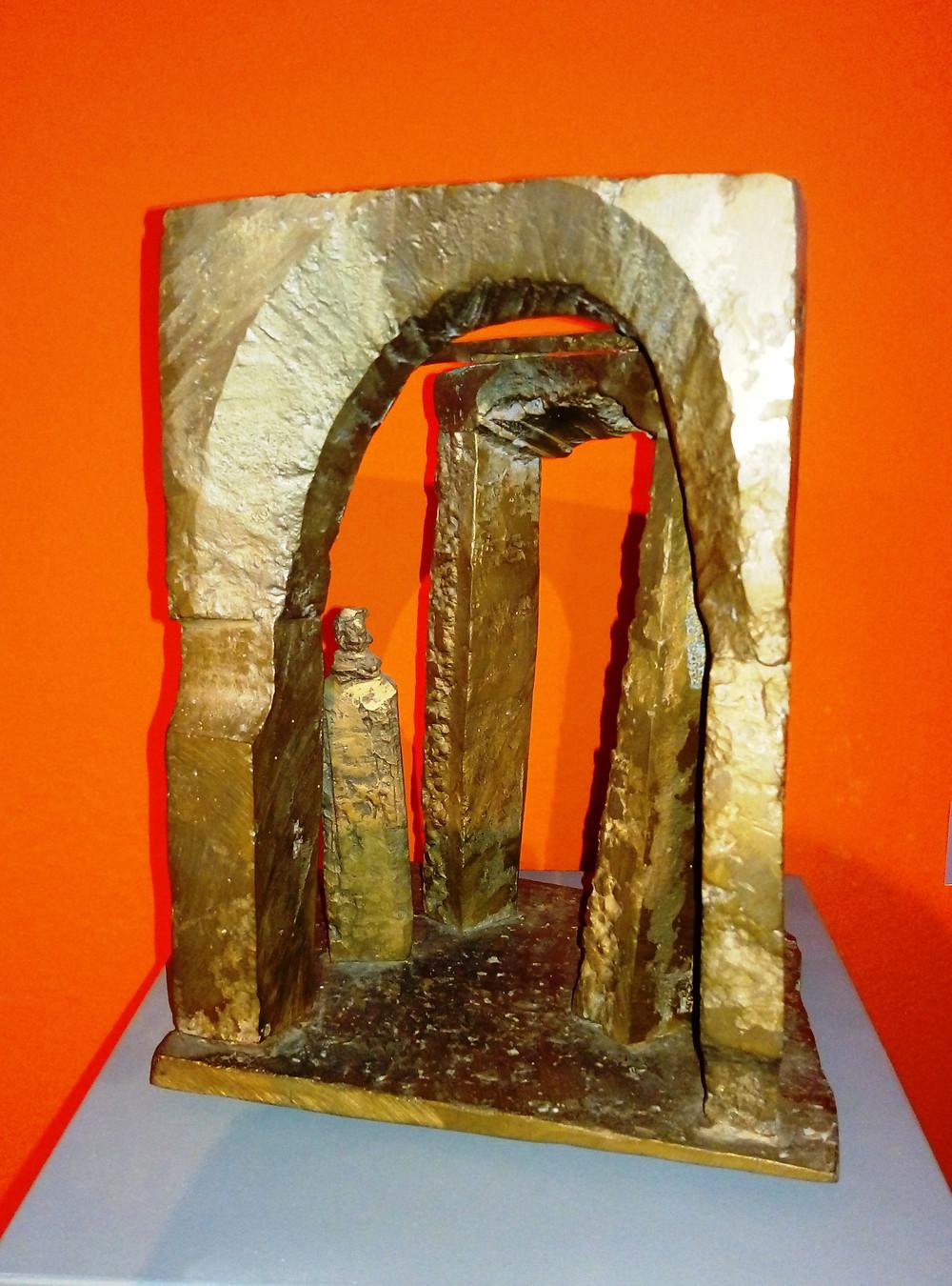 Schaár Erzsébet: Boltíves kapu figurával, 1969 k.