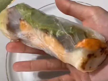 Making spring rolls one-handed