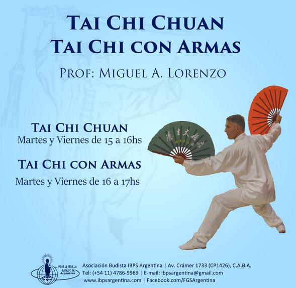 """El TAI CHI CHUAN es un antiguo """"arte marcial interno"""" que ejercita el cuerpo, la mente y el espíritu.  Cuando se ralentiza el movimiento, la respiración se torna más lenta, larga y natural. Los movimientos suaves y fluidos combinados con la respiración, ayudan a relajarse física y mentalmente, liberando las tensiones acumuladas. Esta práctica se realiza con """"manos vacías"""", abanico,  esferas, espada, palo, etc. Cada arma tiene una lección y se le atribuye un tipo de  desarrollo específico. El empleo de armas supone una preparación especial de la parte superior del cuerpo, dedos, brazos, hombros y cintura. es necesario un nivel superior de integración de nuestro ser, de focalización de nuestra intención con una complejidad mayor de matices en la misma y el control de un espacio mucho más amplio,  más allá de nuestro cuerpo."""