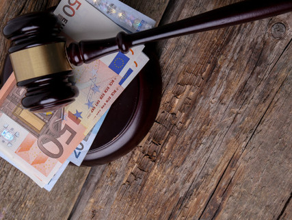Does corruption weight on corporate cash holdings decision?