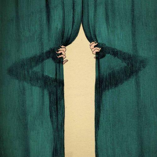 Imagem de Grupo de Performance NatZen mostra a abertura das cortinas de um teatro. Uma sombra com mãos, mas sem corpo abre a cortina para começar a apresentar uma peça.
