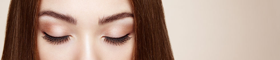 female-eye-with-long-false-eyelashes-L2Q