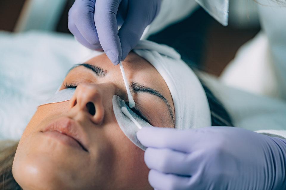 beauty-salon-lash-lifting-S25K93Z.jpg