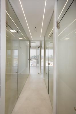 חדר ישיבות בקפסולת זכוכית