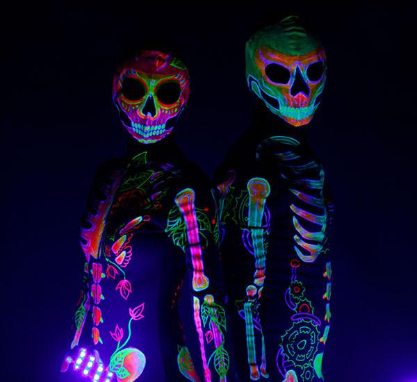 neonovoe-shou-skeletons.jpg