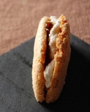 macaron-au-chevre-frais-et-confit-de-fig