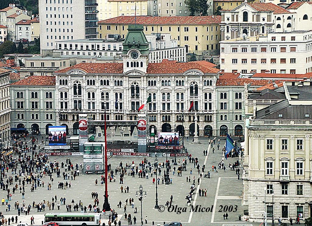 Olga_Micol_Trieste_P.Unità_dall'elicottero.jpg