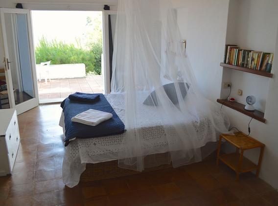 Villa Ligeia master bedroom