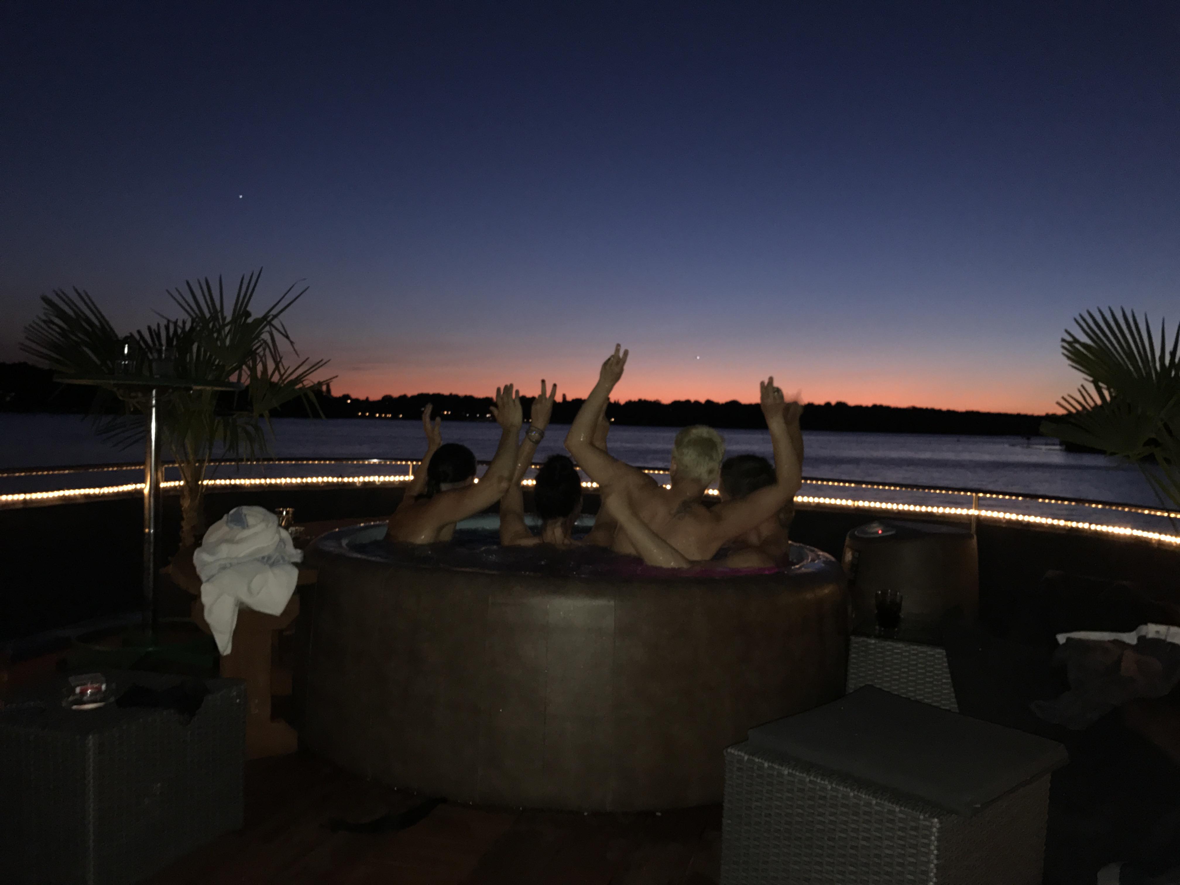 Sonnenuntergang im Pool