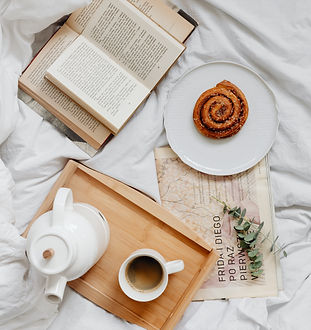 kaboompics_Books - Coffee - Cinnamon Rol