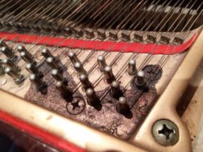 其實鋼琴同Bar枱 combine係好好的概念,但係倒瀉野就麻煩啦~