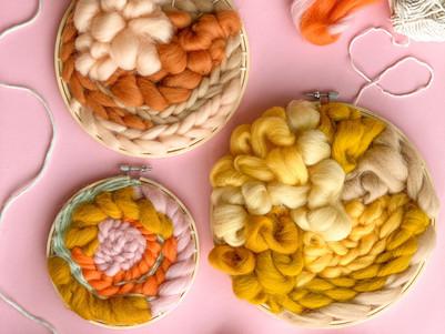 DIY idee: Weven met Merino wol in een borduurring