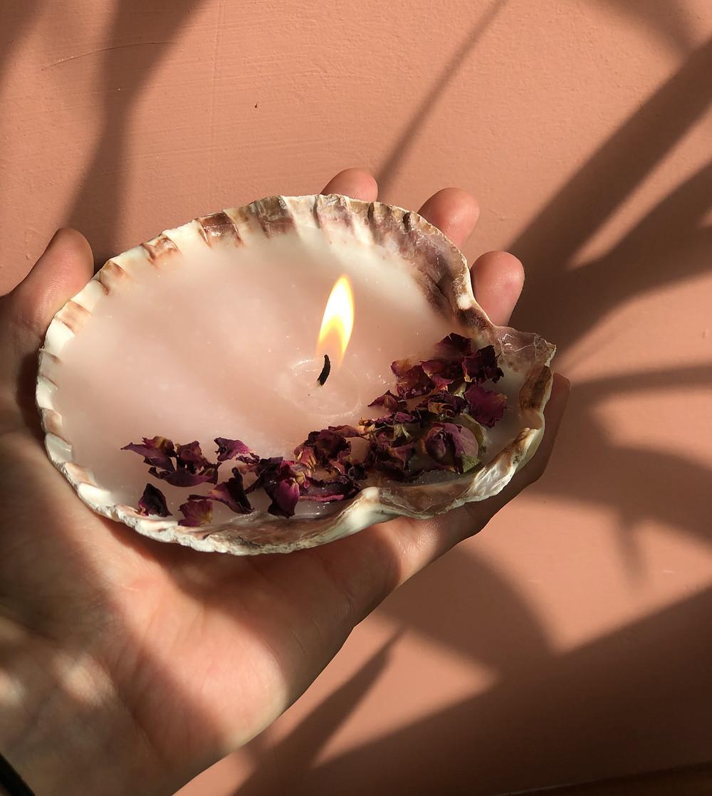 DIY idee zelf kaarsen maken doe het zelf kaarsen pakket, kaars in schelp