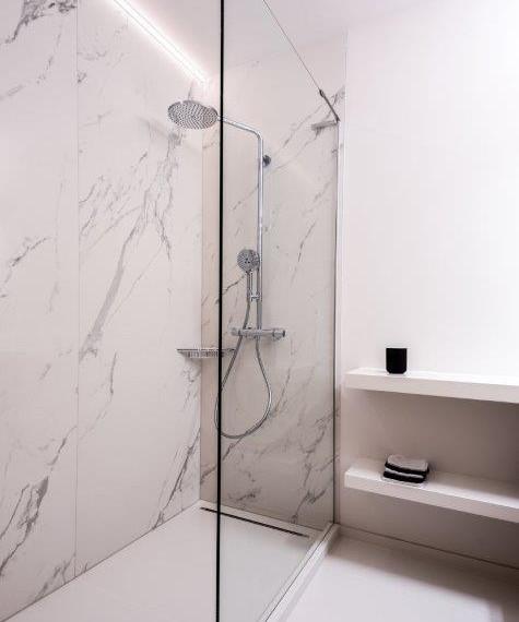 Badkamer marmeren platen
