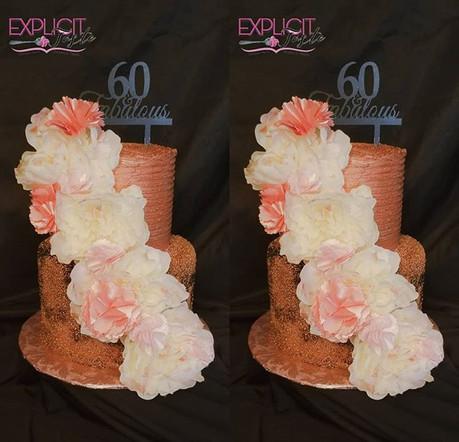 All buttercream cake! #blackandrosegoldt
