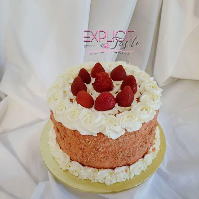 Strawberry Crunch Cake.jpg