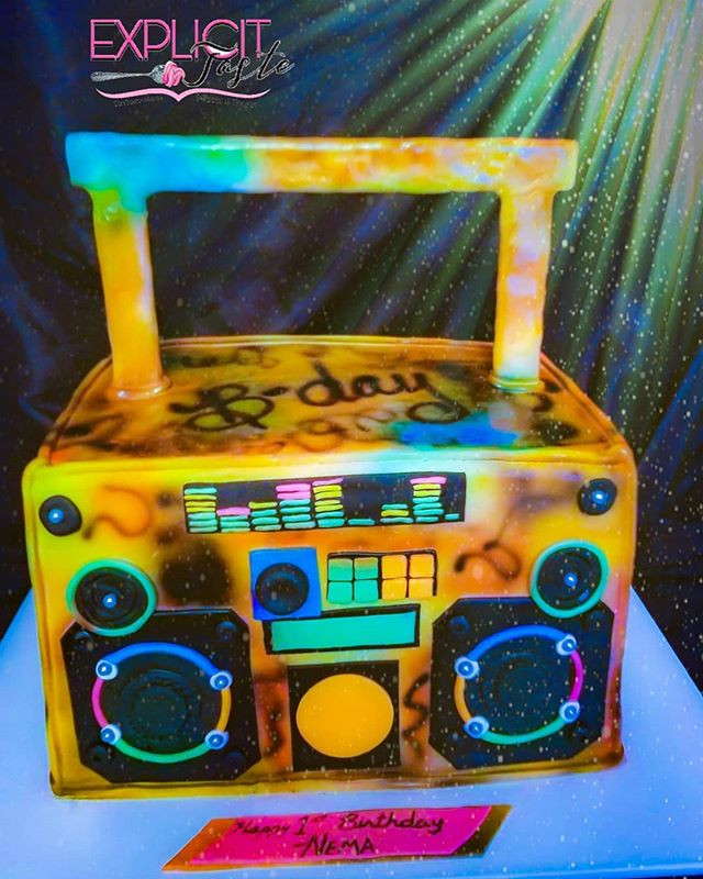 Boombox inspired cake! #airbrusheddesign