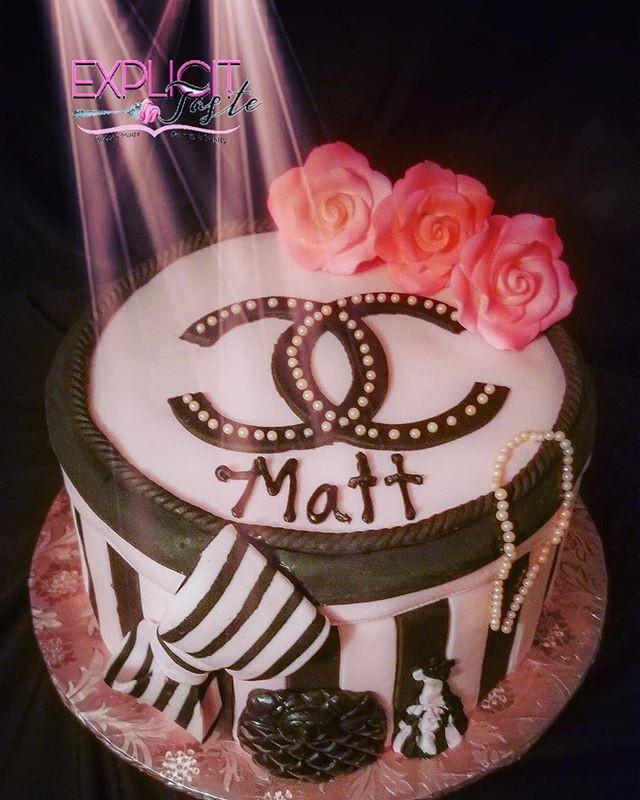 Chanel inspired cake! #gumpasteroses, #p