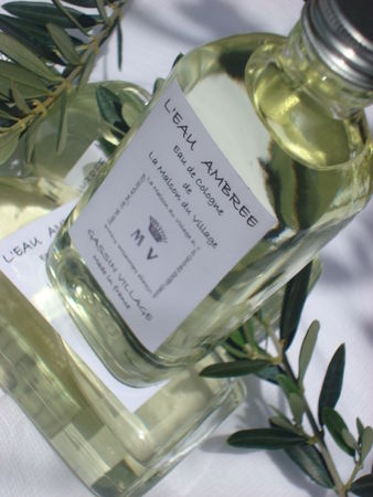 bougies_eau_de_cologne_ambree_mv_la_maison_du_village_gassin__décoration_boutiqu