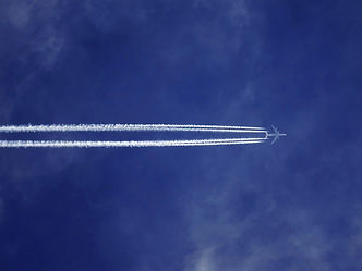 bottom-view-of-plane-with-contrail-14366