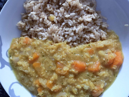 Receta de dhal con curry y arroz integral