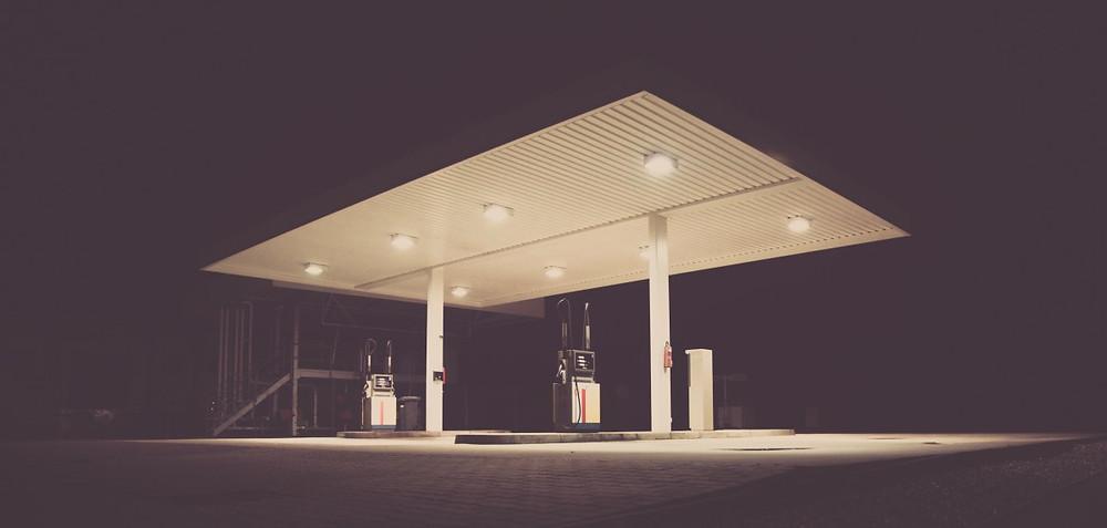 """El mercado mundial del petróleo """"está quebrado"""", según la agencia Bloomberg."""