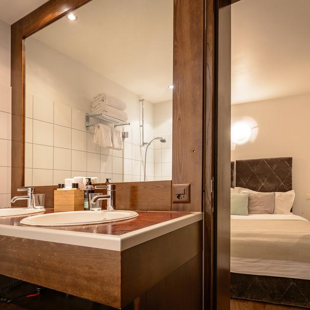 DelSup Cozy Double Bathroom (2).jpg