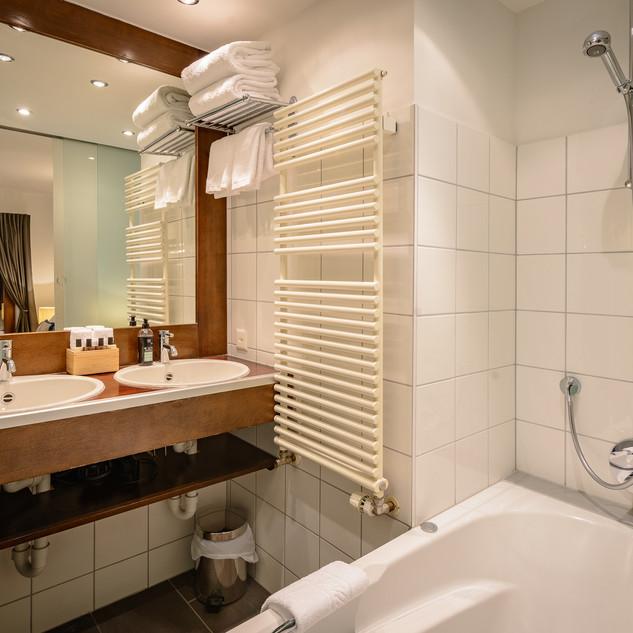 StSupDel DoubleTwin Bathroom.jpg