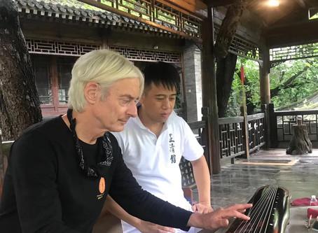 Zheng Wenlong gives us Guqin lessons
