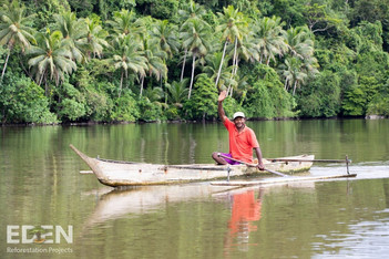 Indonesia_2018_Man in canoe.jpg