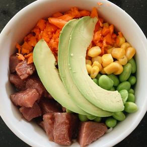 Poke Bowl de atún fácil de hacer en casa 🍚