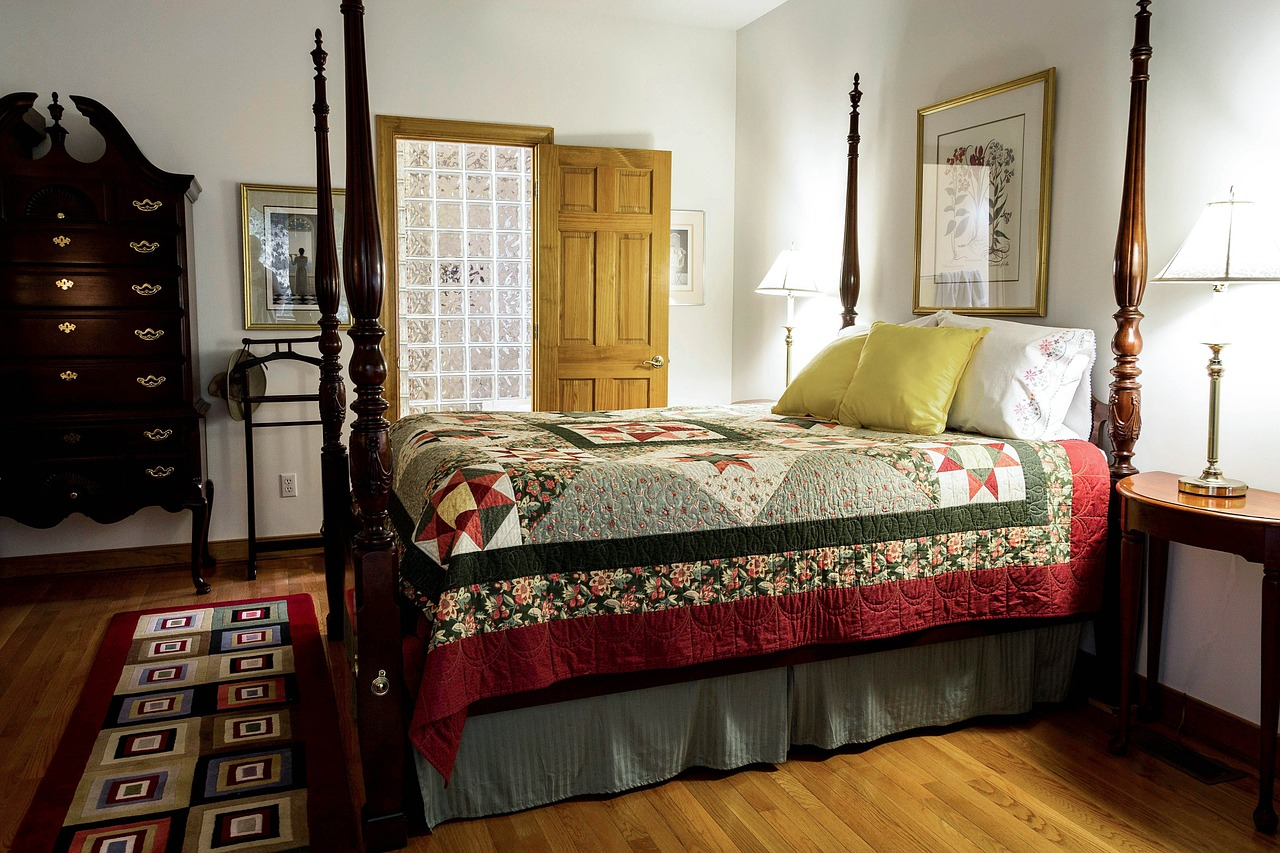 bedroom-558987_1280.jpg