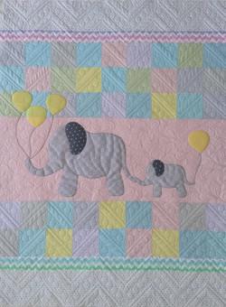 Elephant Applique baby quilt (2)_edited