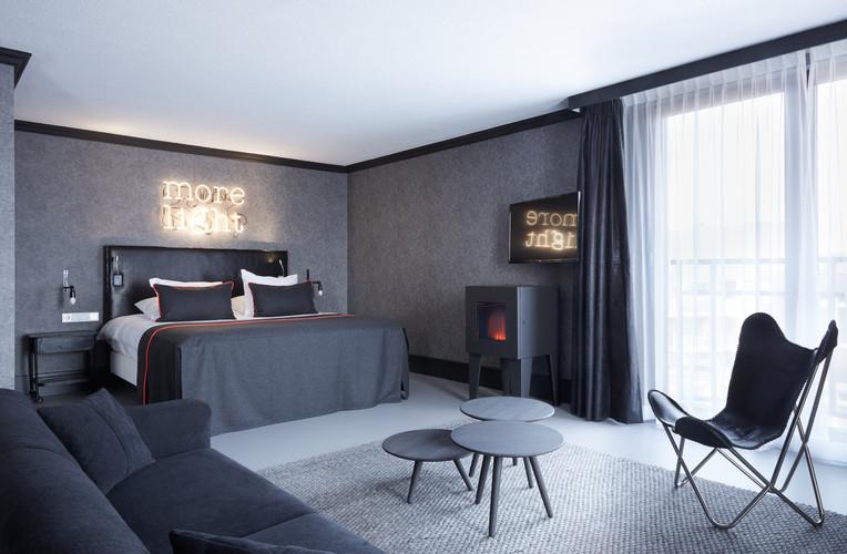 Executive Suite Noir1.jpg