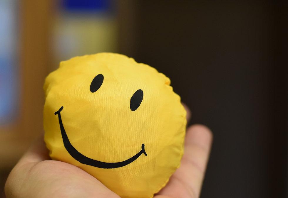 smiley-4643523_1920.jpg