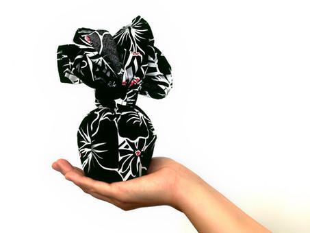 Eco-Friendly Gift Wrapping Furoshiki - Traditional Japanese Reusable Wrapping Cloth