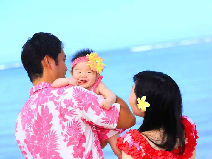 Family portrait in Hawaii, Family matching outfit, Family vacation in Hawaii