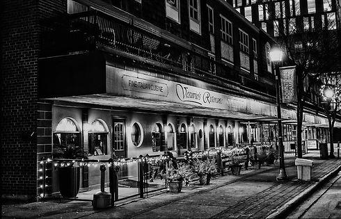 image of the front of vesuvio's ristorante in black and white