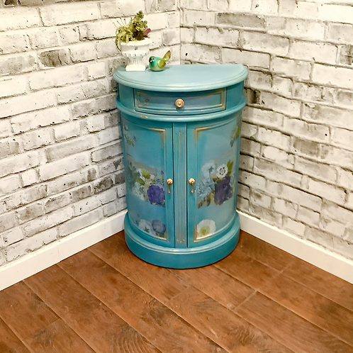 Half moon Bombay accent table