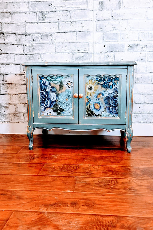 Cute Cabinet ****SOLD***