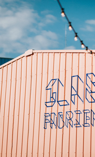 logo op gebouw Zomerbar Glasfabriek Gent