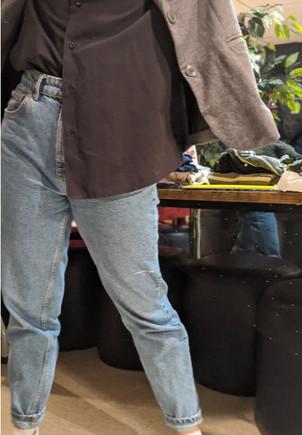 Chemisier : 4,00 $ Veston : 5,00 $ Jeans : 4,00 $