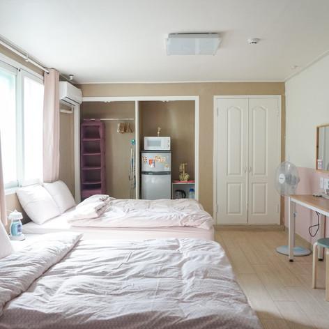 2-4 people room