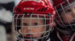 Enfant essayant le Roller Hockey